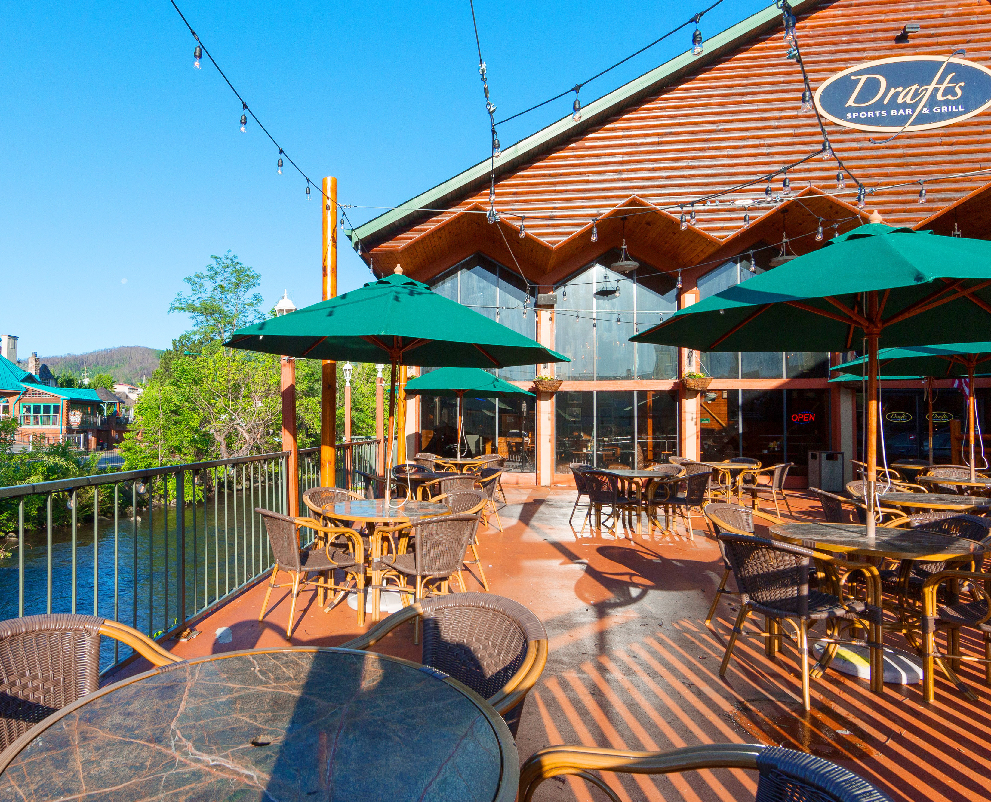 Drafts Sports Grill at our Gatlinburg Convention Center Hotel | River Terrace Resort & Convention Center | Westgate Resorts