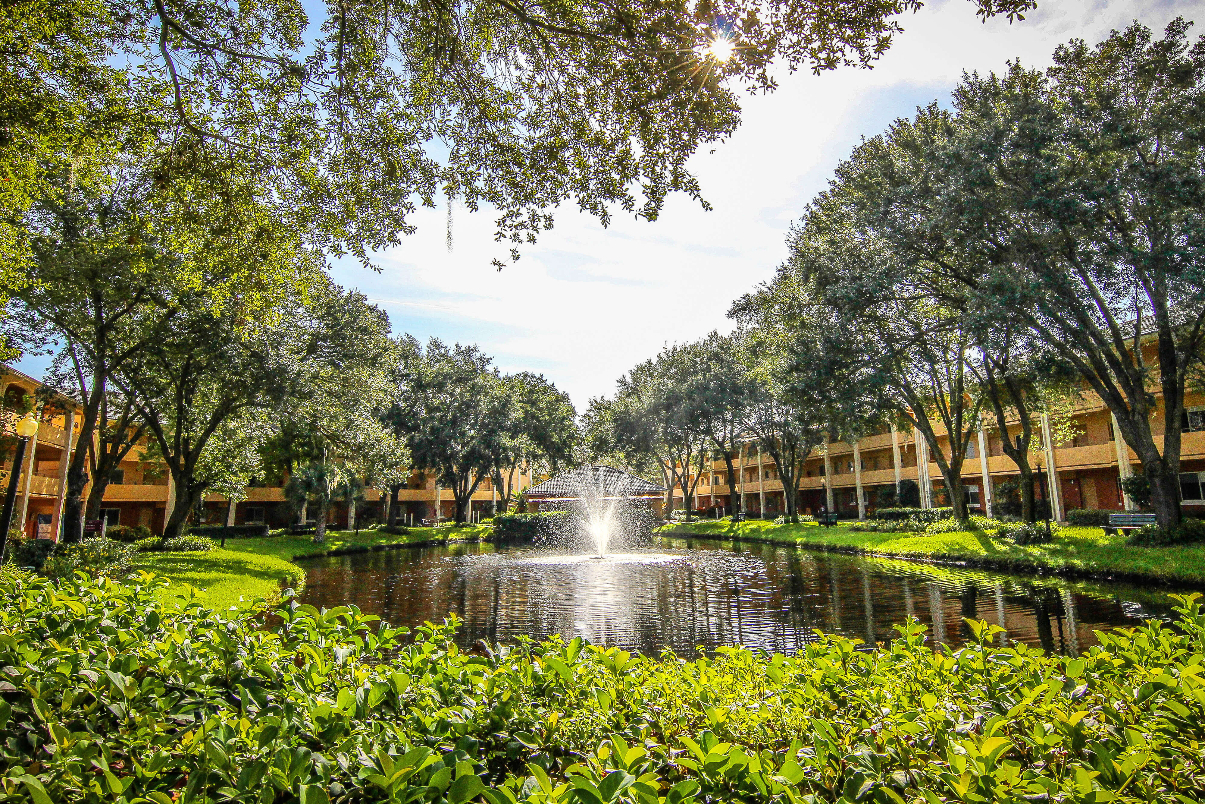View of one of our leisure hotels near Seaworld Orlando FL | Westgate Leisure Resort | Westgate Resorts