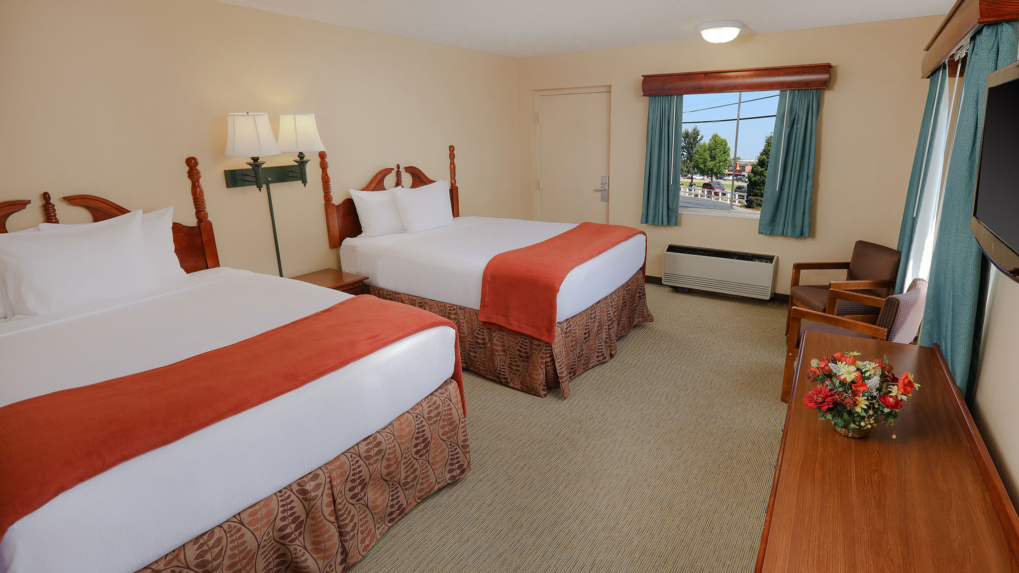 Double Queen Guestroom with room for up to four guests at our resorts in Pigeon Forge Tennessee | Wild Bear Inn | Westgate Resorts