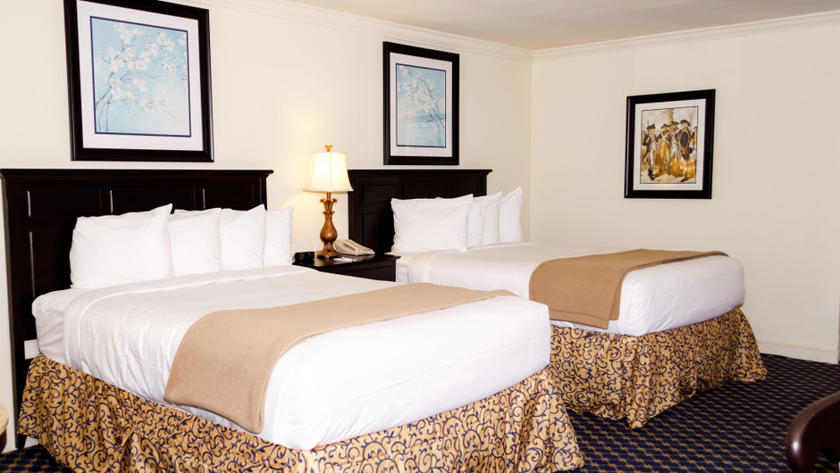 Colonial Double Queen Guestroom at our resorts in Williamsburg VA | Westgate Historic Williamsburg Resort | Westgate Resorts