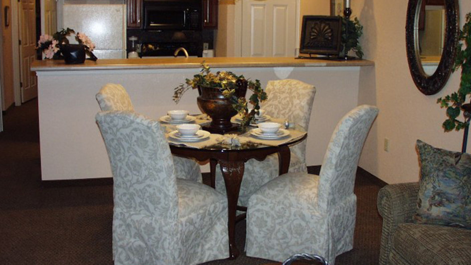 Westgate Tunica Resort one-bedroom villa features a dining table with fully equipped kitchen