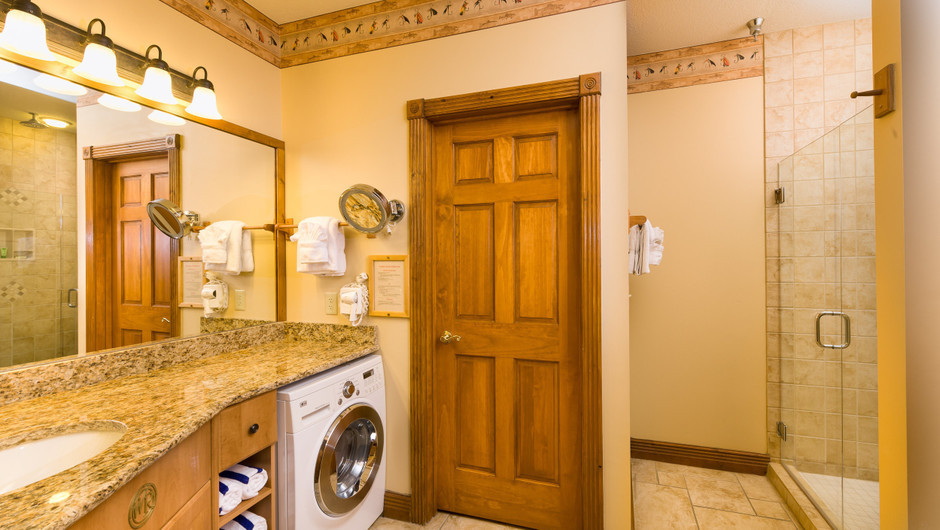 Bathroom in 4-Bedroom Villa in our Gatlinburg Villas | Westgate Smoky Mountain Resort & Spa | Westgate Resorts