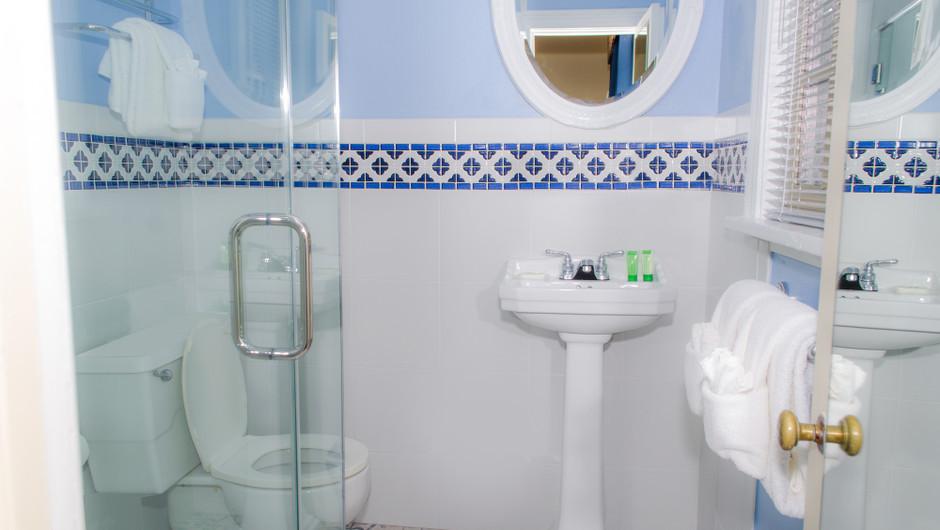Bathroom in Colonial Guestroom at our Williamsburg resort | Westgate Historic Williamsburg Resort | Westgate Resorts