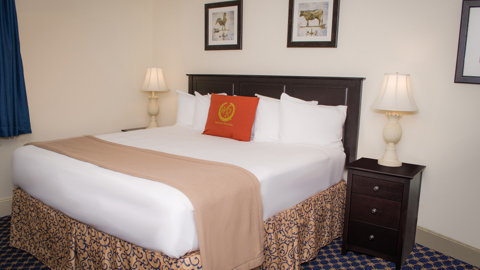 Colonial Guestroom at our Williamsburg resort | Westgate Historic Williamsburg Resort | Westgate Resorts