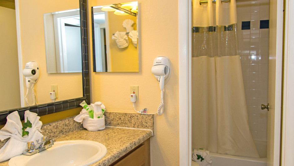 Bathroom at 2 Bedroom Villa at one of our leisure hotels near Seaworld Orlando FL | Westgate Leisure Resort | Westgate Resorts