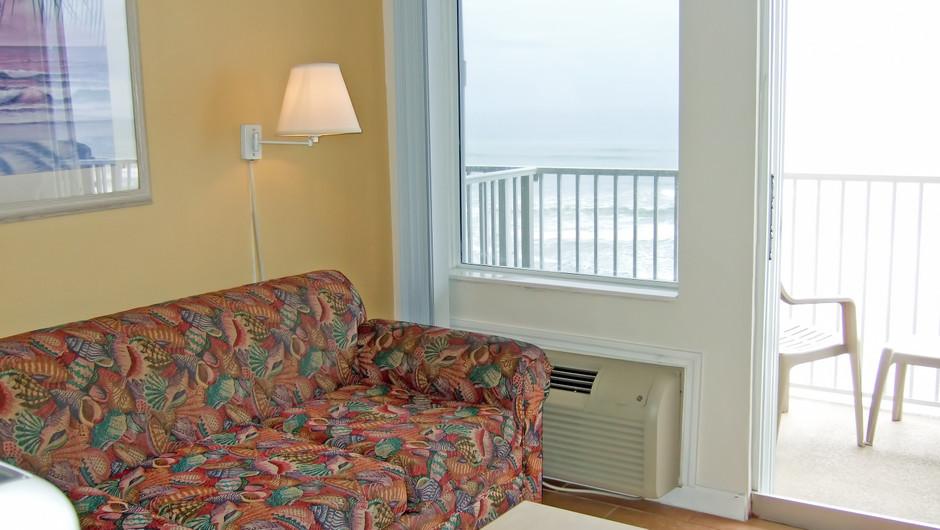 Bedroom at our Daytona Beach resorts | Harbour Beach Resort | Westgate Resorts