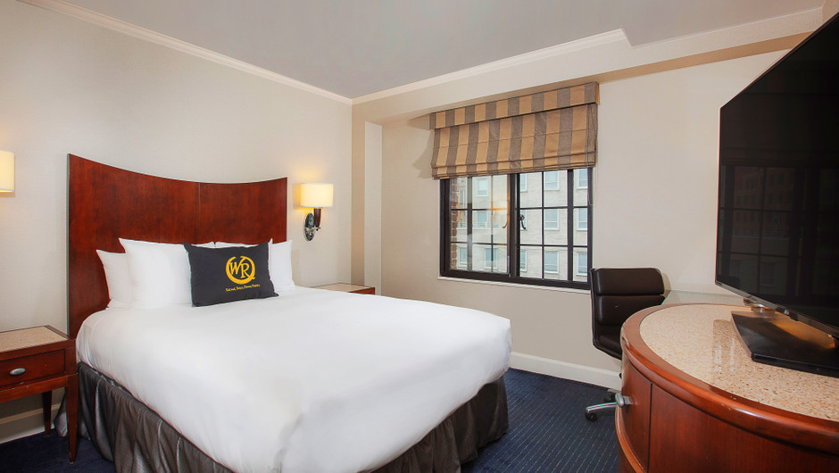 Inside Signature Queen Guestroom at Midtown Manhattan East Hotel | Westgate New York City | New York Hotel Rooms