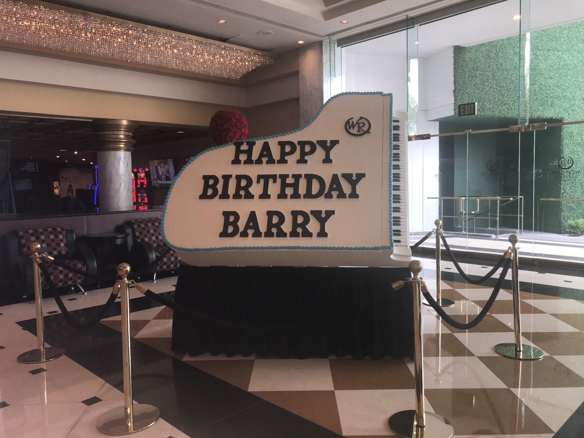 Executive Pastry Chef Stephen Sullivan creates a birthday cake for Barry Manilow | Westgate Las Vegas Resort & Casino