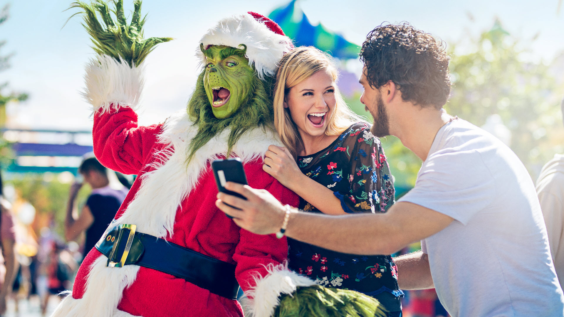 HOLIDAYS AT UNIVERSAL ORLANDO RESORT™ | Universal Orlando™ is unwrapping a resort-wide celebration that will elevate your season. And your favorites are back, too.