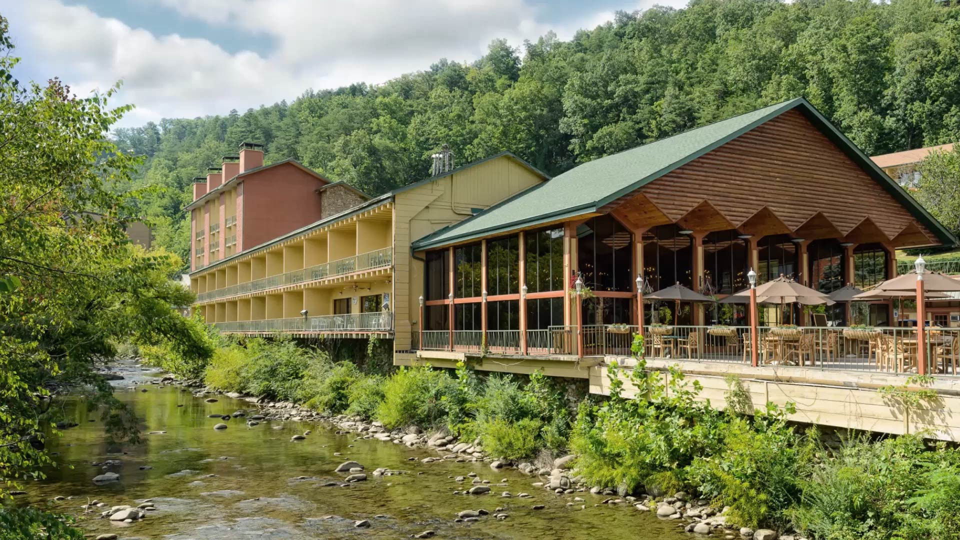 Overlooking the scenic Little Pigeon River, the River Terrace Resort and Gatlinburg Convention Center lies in the heart of downtown Gatlinburg and offers guests comfortable accomodations, all within minutes of Great Smoky Mountains National Park.