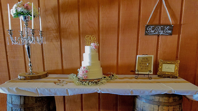 Country Wedding Cake Display & Rustic Wedding Cake | Bride Guide: 6 Vintage Country Wedding Theme Ideas Right From the Ranch! | Westgate River Ranch