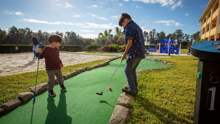Enjoy a family game of mini golf at an Orlando Resort Hotel near Seaworld Theme Park   Westgate Leisure Resort