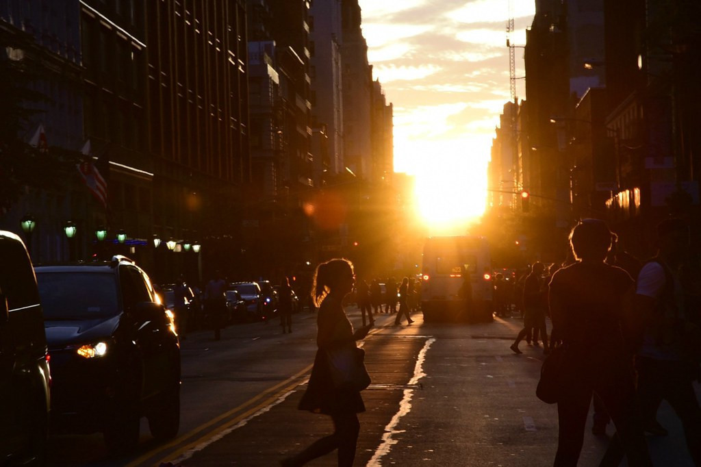 Photos of Manhattanhenge 2019 | The 6 Best Places to Watch Manhattanhenge 2019 for Photos of Manhattanhenge and Best Views in NYC!
