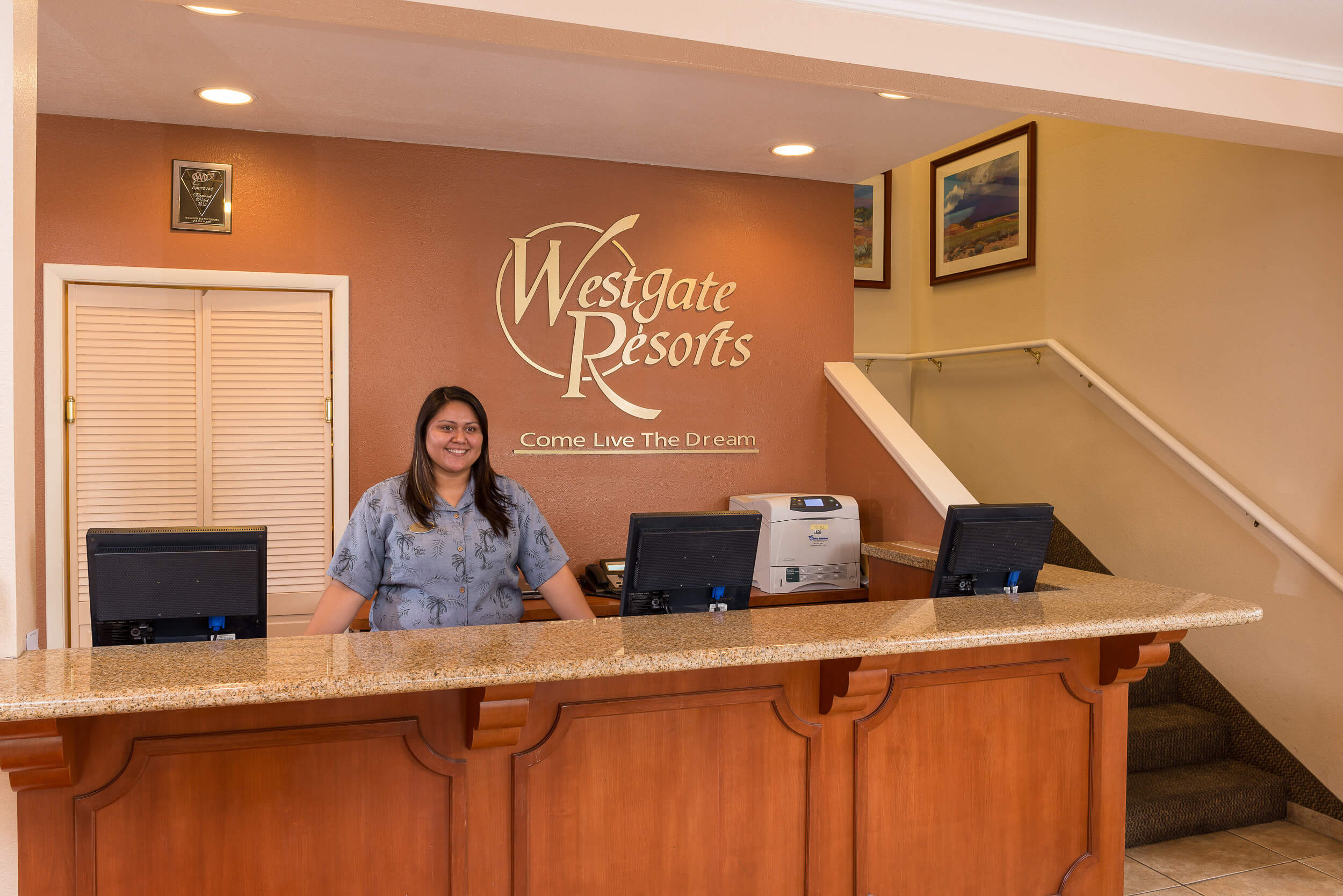 Front desk clerk in lobby | Westgate Flamingo Bay Resort | Westgate Resorts in Las Vegas NV