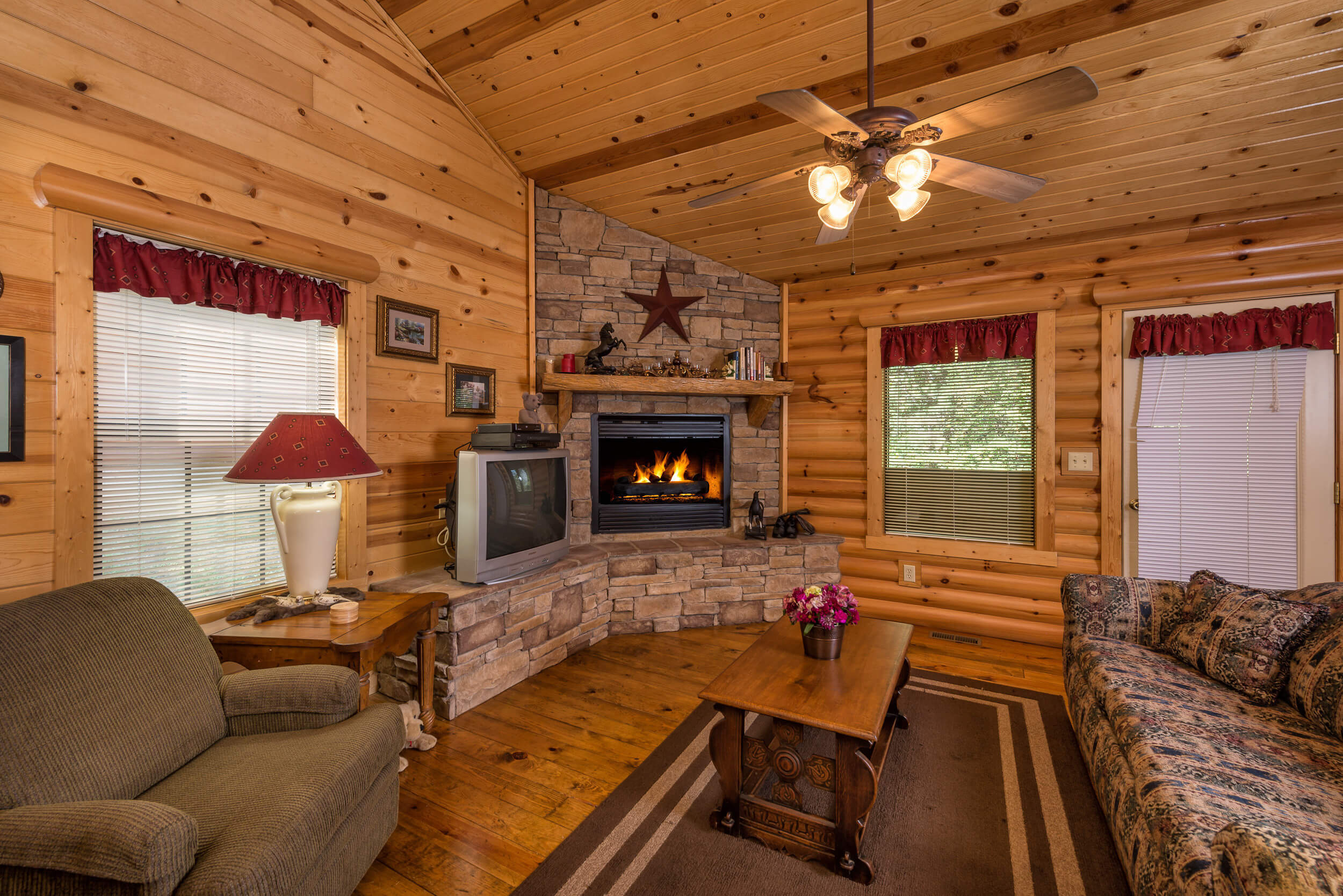 view fox photo branson cabins great website cabin in trail log front rooms