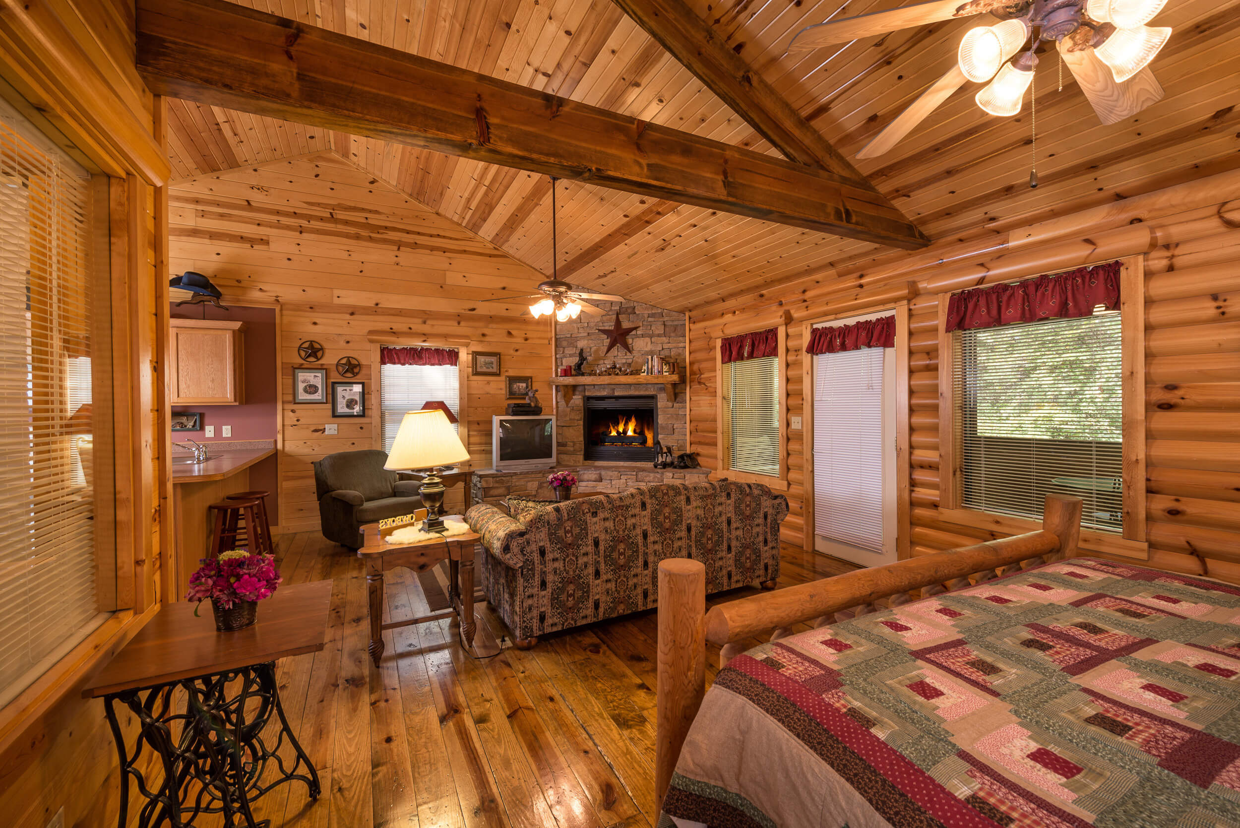 Two bedroom cabin westgate branson woods resort in for Two bedroom cabins