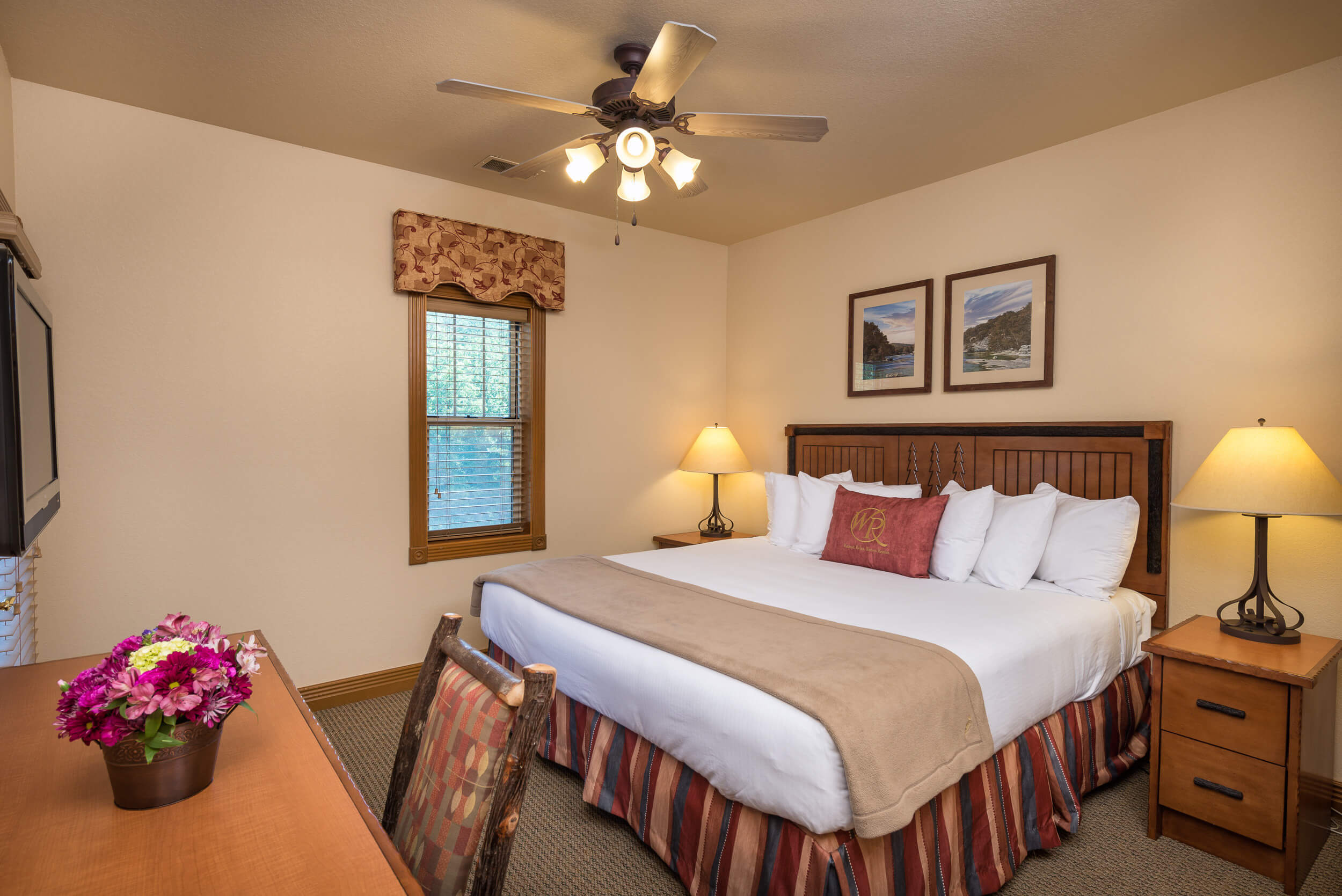 Traditional King Guestroom with King Bed | Westgate Branson Woods Resort