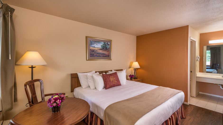 Traditional King Guestroom Bed | Westgate Branson Woods Resort | Westgate Resorts