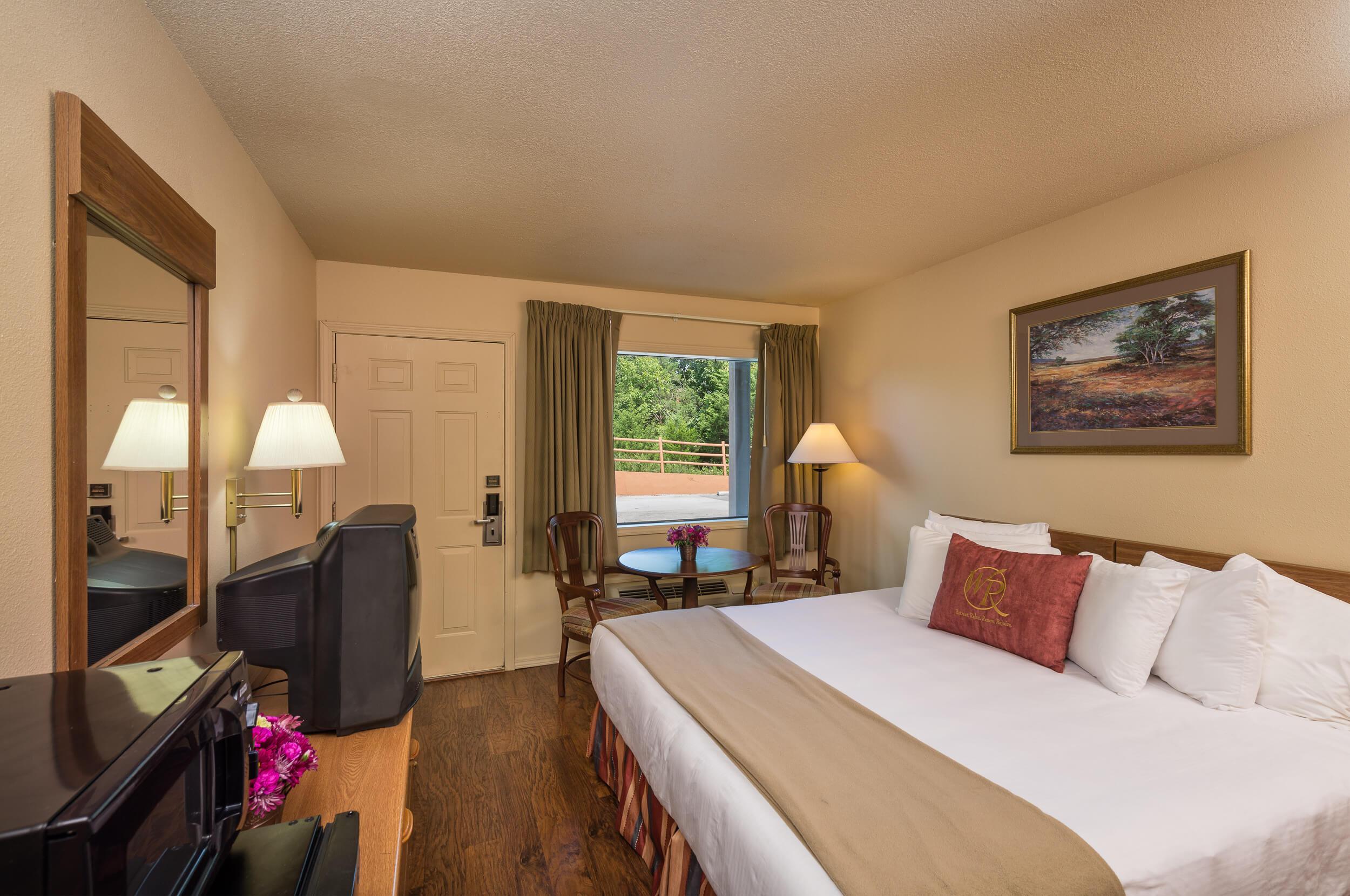 Traditional King Guestroom | Westgate Branson Woods Resort | Westgate Resorts