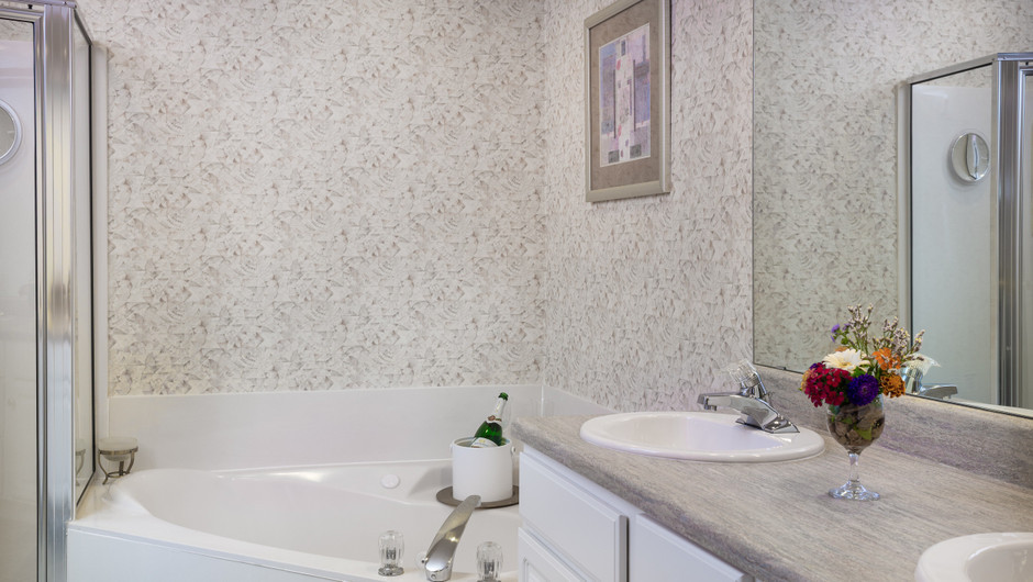 Bathroom in 1 Bedroom Lake View Deluxe Villa at our lake resorts in Missouri | Westgate Branson Lakes Resort | Westgate Resorts in Missouri