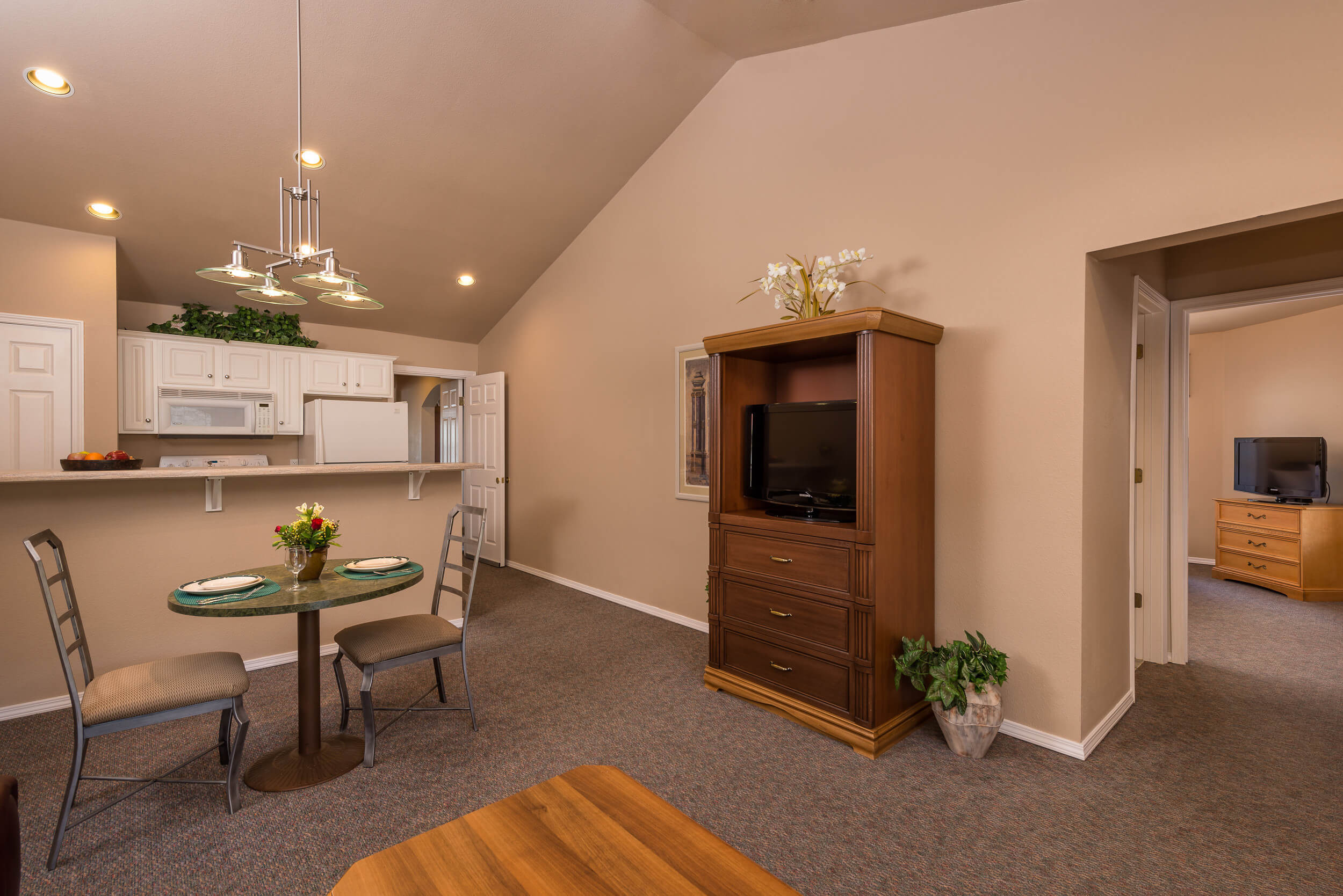 Dining Area and Fully Equipped Kitchen in One-Bedroom Villa | Westgate Branson Lakes Resort