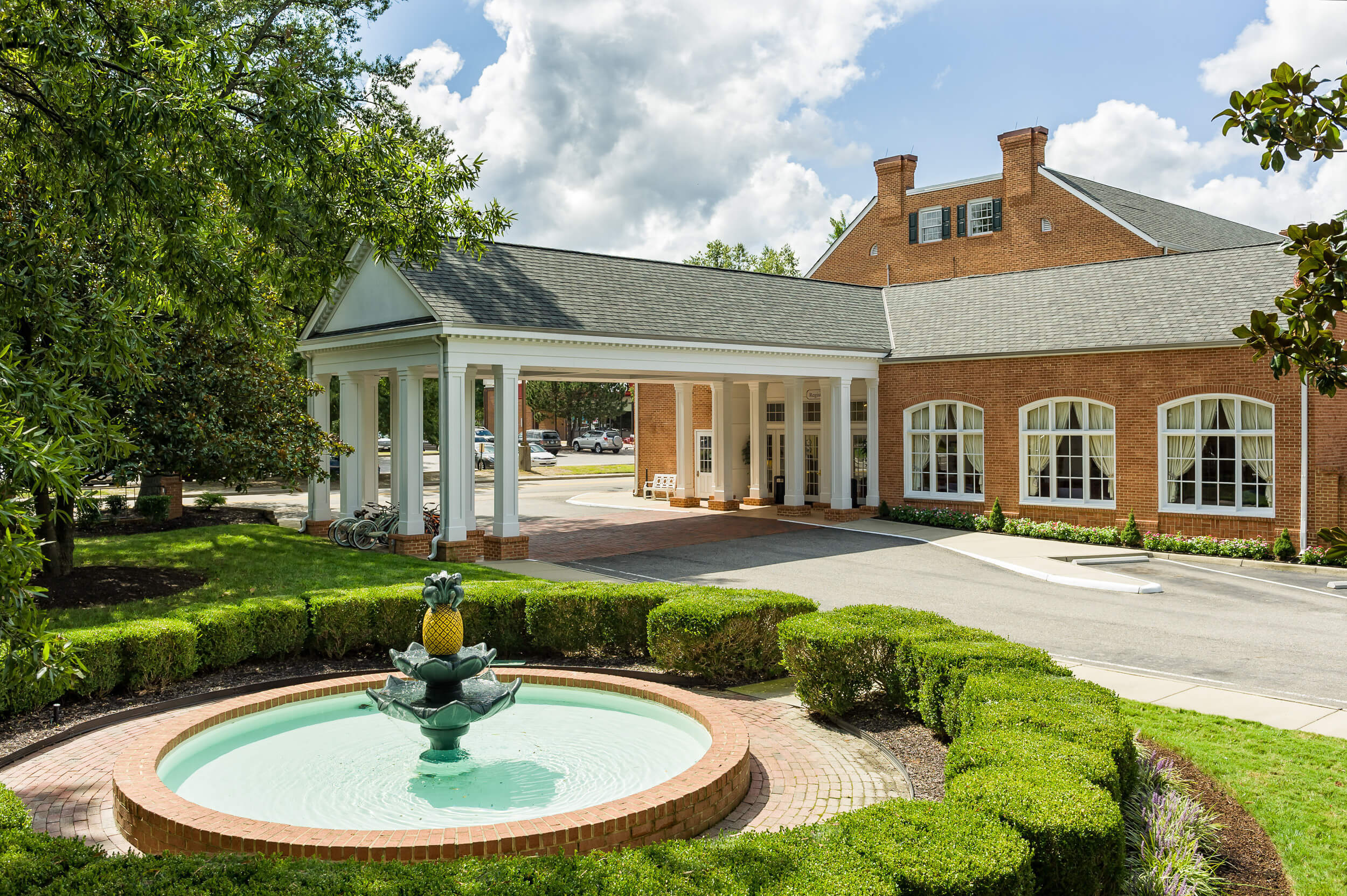 Decorative fountain with pineapple in front of resort | Westgate Historic Williamsburg Resort