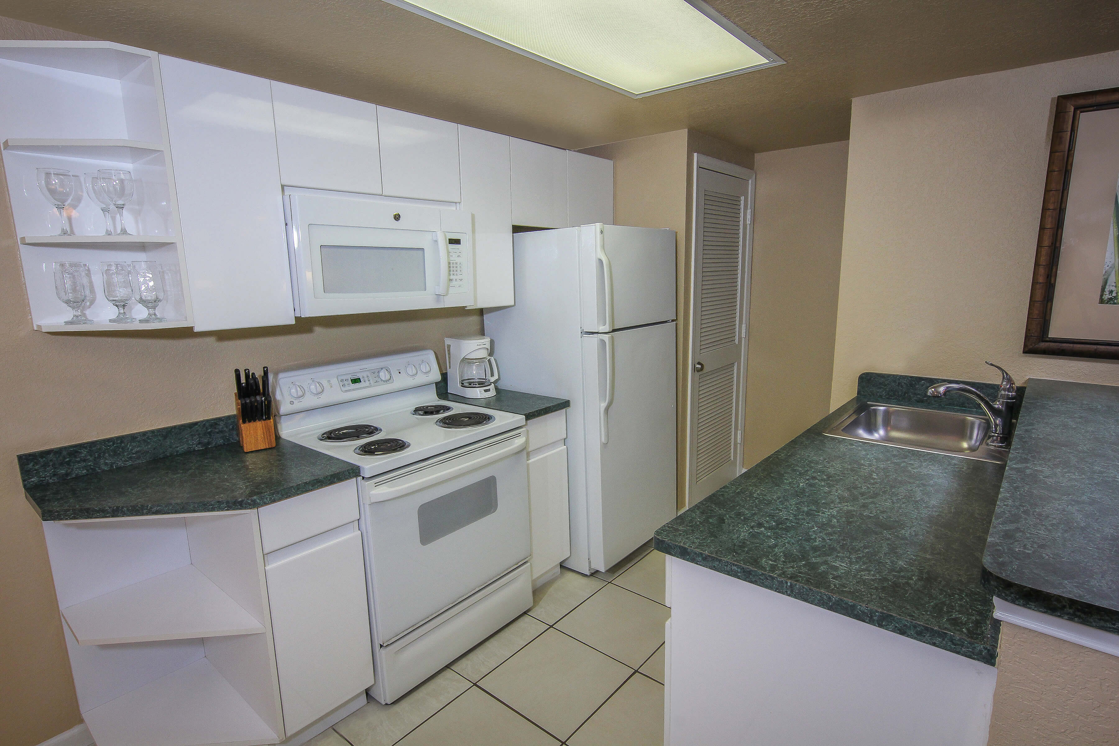 Full Kitchen in Two-Bedroom Villa | Westgate Towers Resort | Westgate Orlando Resorts