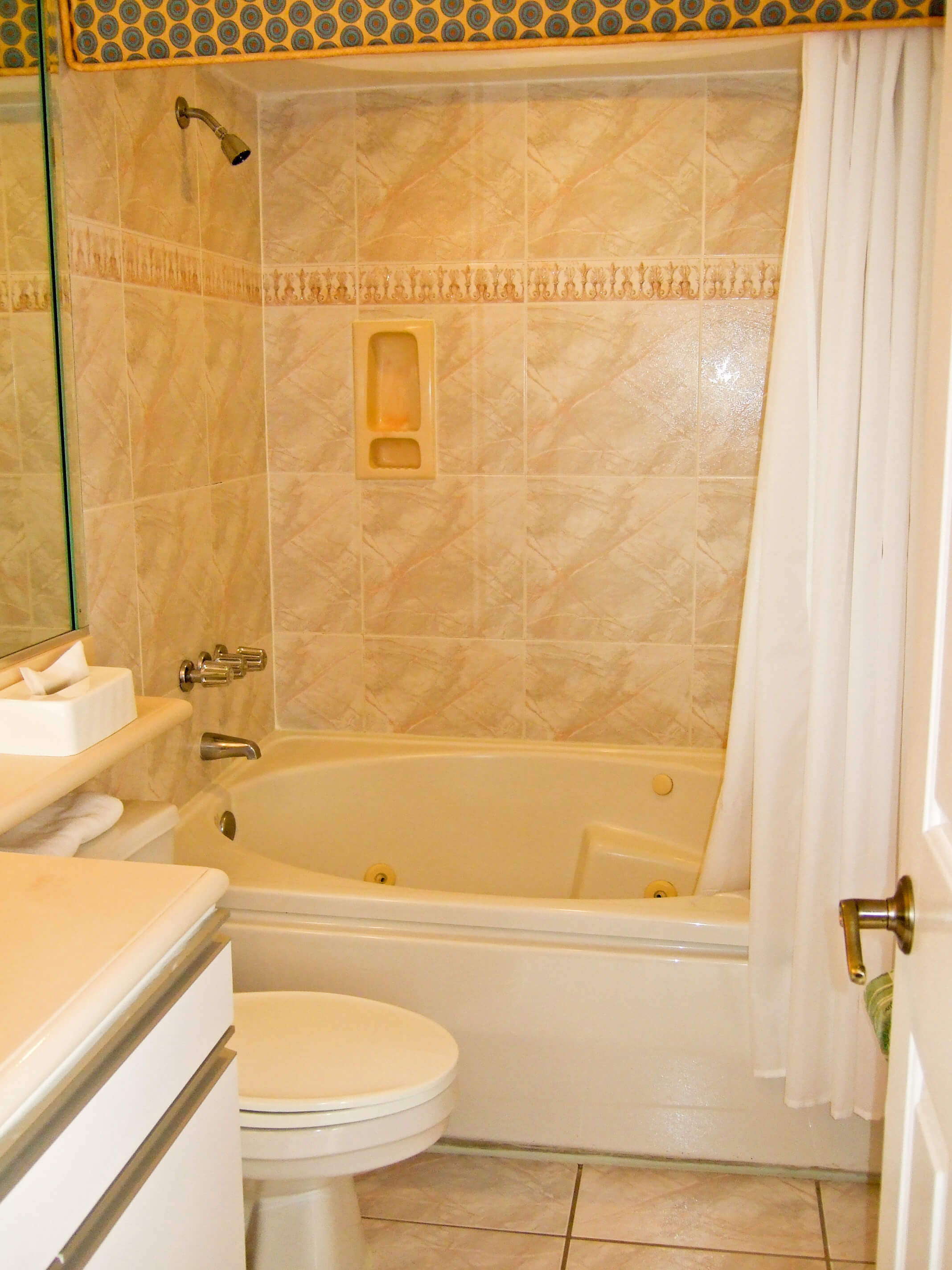 Bathtub at our Daytona Beach resorts | Harbour Beach Resort | Westgate Resorts