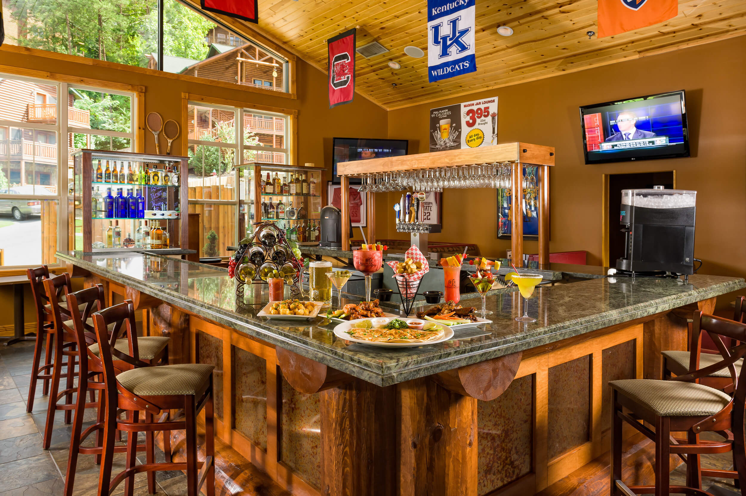 Mason Jar Lounge at our Hotels near Smoky Mountains TN | Westgate Smoky Mountain Resort & Spa | Westgate Resorts