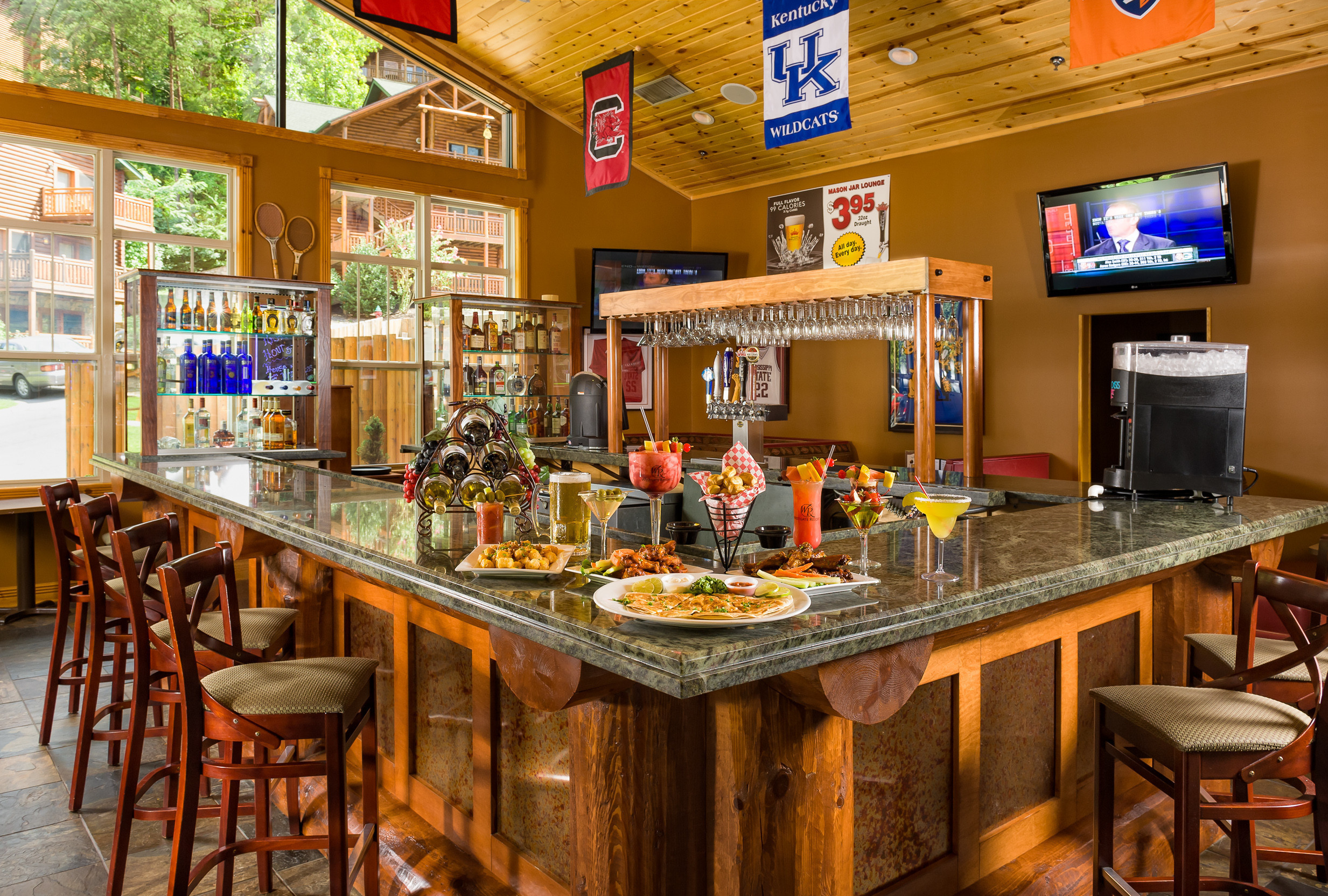 mason jar lounge in gatlinburg | westgate smoky mountain resort