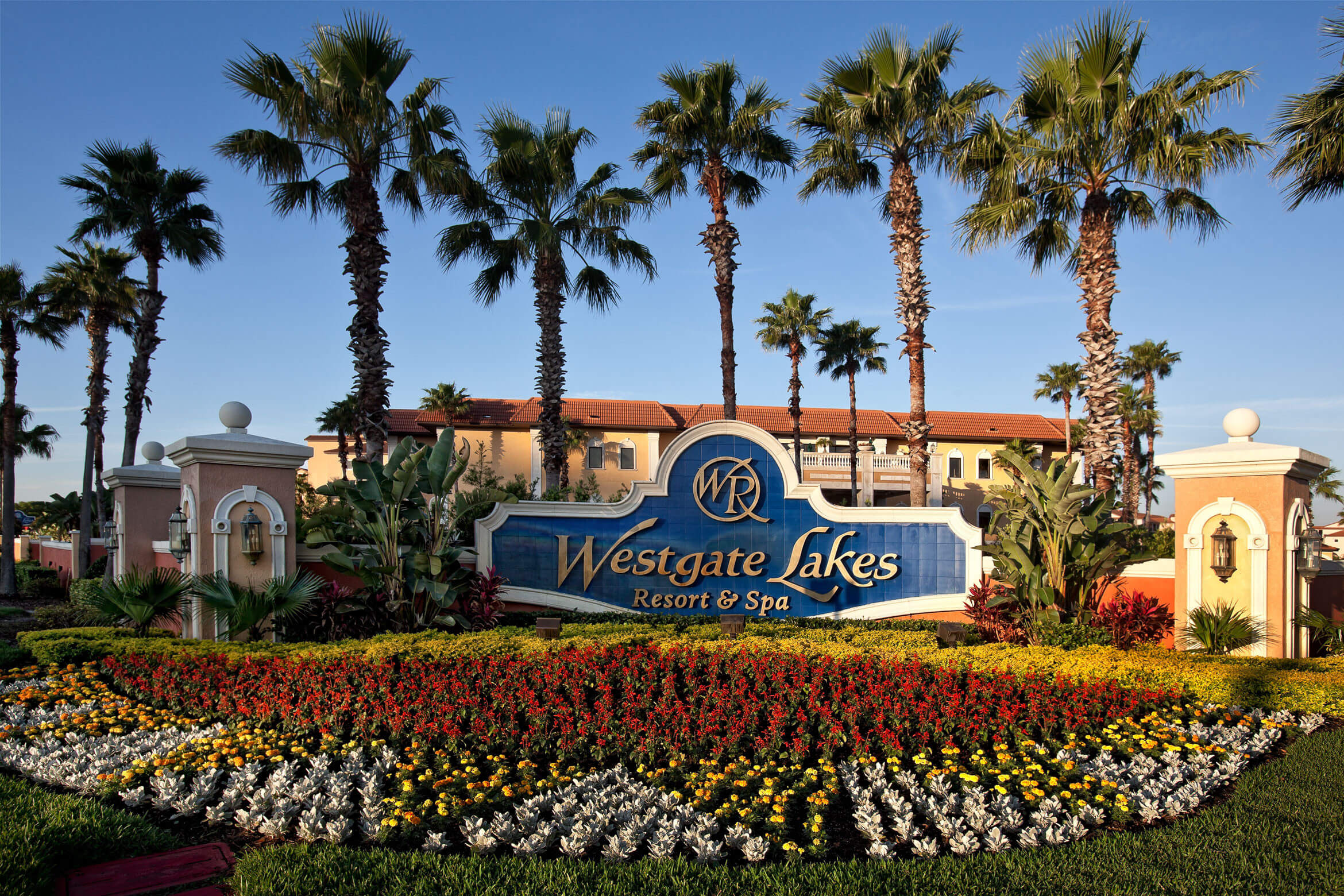 A beautiful blue sky at this Orlando resort greets visitors on their next Disney vacation.