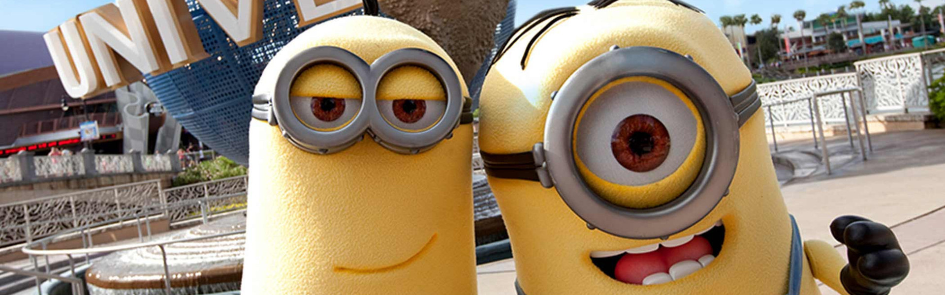 Visiting Minions in front of Universal from our resorts near Universal Studios Orlando | Discounted Universal Studios Tickets | Specials on Theme Park Tickets